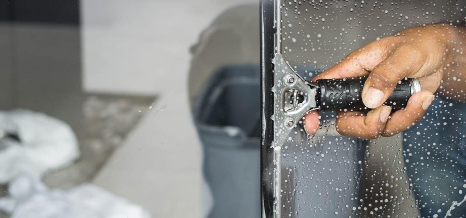 pulizia vetrine Civitavecchia